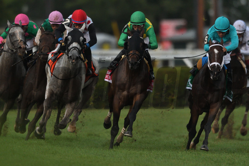 World Approval wins the 2017  Fourstardave Handicap<br /> Coglianese Photos