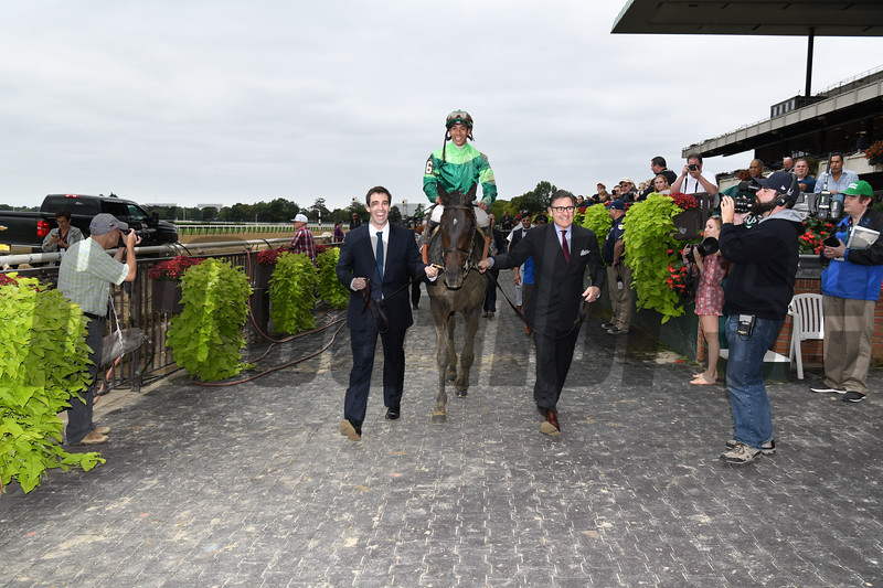 Wow Cat wins the 2018 Beldame Stakes<br /> Coglianese Photos