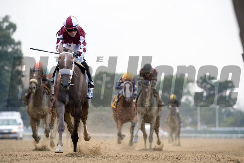 Jaywalk wins 2018 Frizette Stakes at Belmont Park. Photo: Coglianese Photos
