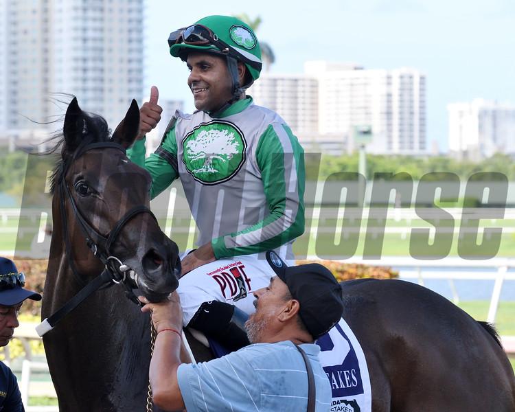 Cookie Dough wins the FSS Susan's Girl Stakes<br /> Coglianese Photos/Lauren King