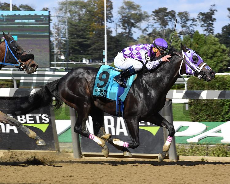 Runaway Lute wins the 2018 Hudson Stakes<br /> Coglianese Photos/Susie Raisher