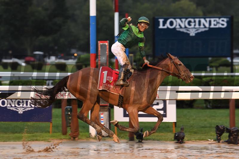 Dunbar Road wins 2019 Alabama Stakes at Saratoga. Photo: Coglianese Photos/Susie Raisher