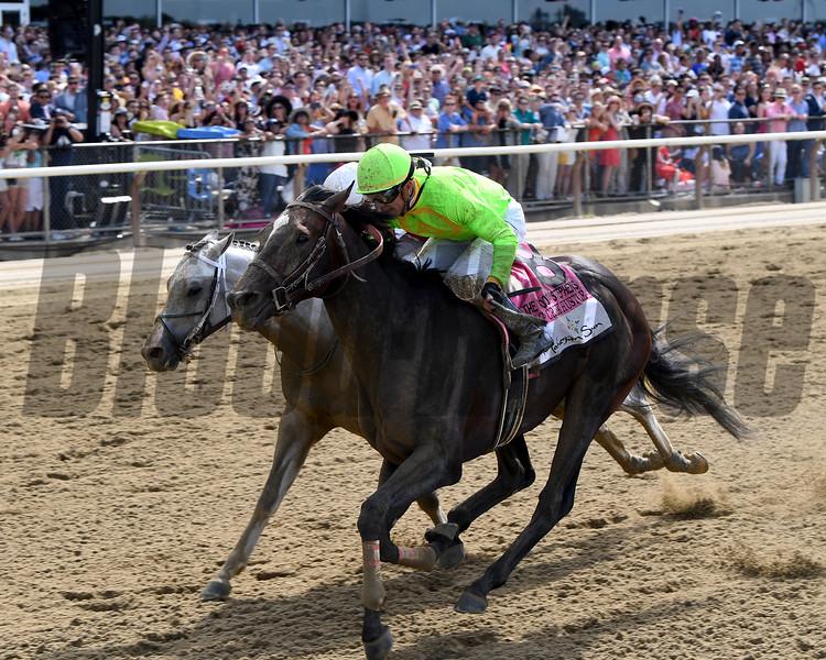 Hog Creek Hustle wins the 2019 Woody Stephens Stakes<br /> Coglianese Photos/Chelsea Durand
