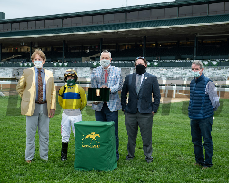 Kevin Kyde presenter with Anthem (center) and owner Thomas Egan, left) with assistant trainer Kenny McCarthy, right. Red Knight with James Graham won the Sycamore (G3) at Keeneland on October 3, 2020.