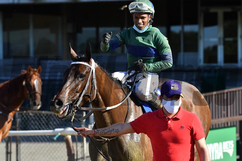 She's a Julie wins the 2020 Ogden Phipps Stakes<br /> Coglianese Photos/Joe Labozzetta