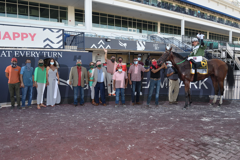 Breeze On By wins the 2020 FTBOA Florida Sire Affirmed Stakes at Gulfstream Park. Photo: Coglianese Photos/Lauren King
