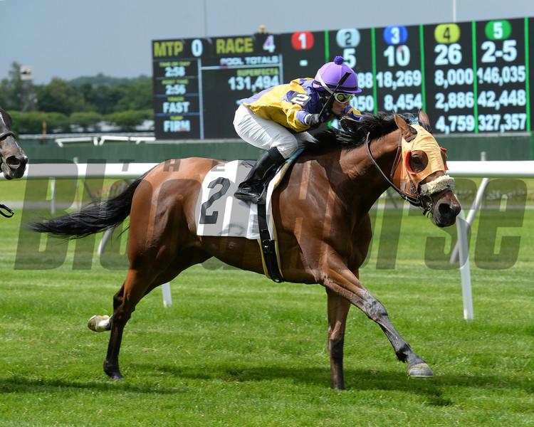 Mah Jong Maddnes wins the 2014 Mount Vernon Stakes.<br /> Coglianese Photos/Joe Labozzetta
