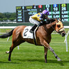 Mah Jong Maddnes wins the 2014 Mount Vernon Stakes.<br /> Coglianese Photos/Joe Labozzetta
