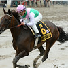 Close Hatches wins the 2014 Personal Ensign at Saratoga.<br /> Coglianese Photos/Chelsea Durand