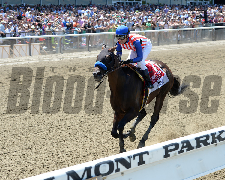 Bayern wins the 2014 Woody Stephens Stakes.<br /> Coglianese Photos/Chelsea Durand