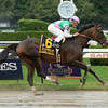 Close Hatches wins the 2014 Personal Ensign at Saratoga.<br /> Coglianese Photos