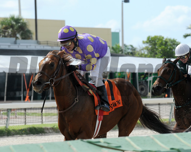 Ballet Diva wins the 2015 House Party Stakes.<br /> Coglianese Photos/Kenny Martin