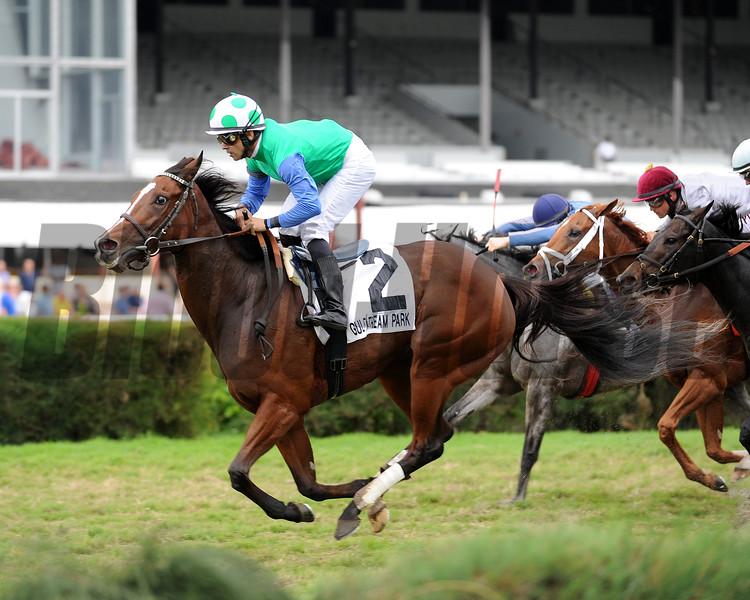 Lady Lara wins the 2015 My Charmer.<br /> Coglianese Photos/Kenny Martin