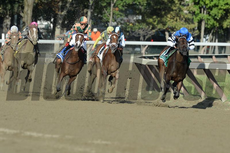 Embellish the Lace wins the 2015 Alabama Stakes.<br /> Coglianese Photos/Arianna Spandoni
