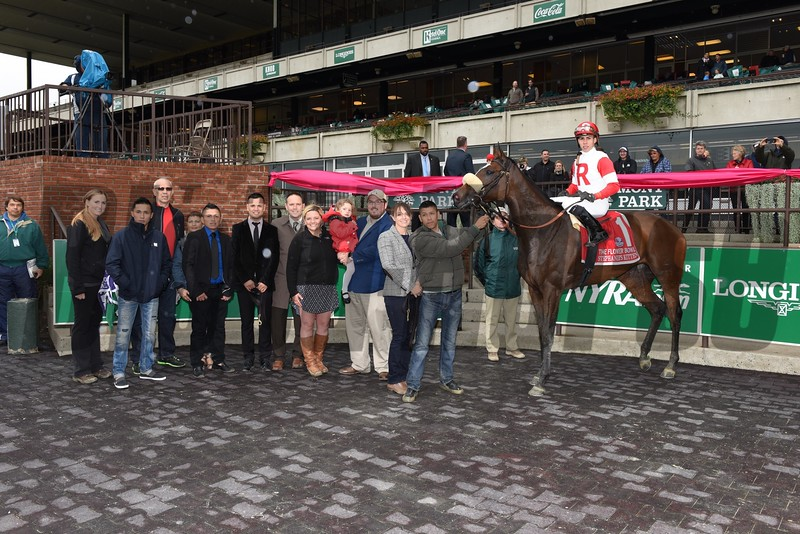 Stephanie's Kitten wins the 2015 Flower Bowl.<br /> Coglianese Photos
