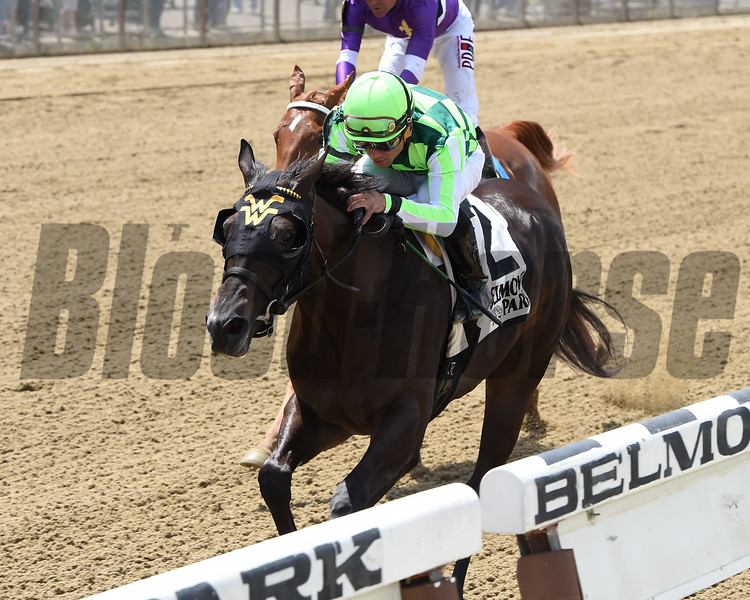 Moment Is Right wins the 2015 Astoria Stakes