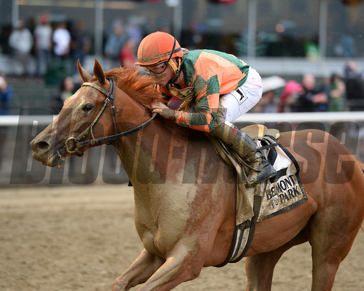 Include Betty wins the 2015 Mother Goose Stakes.