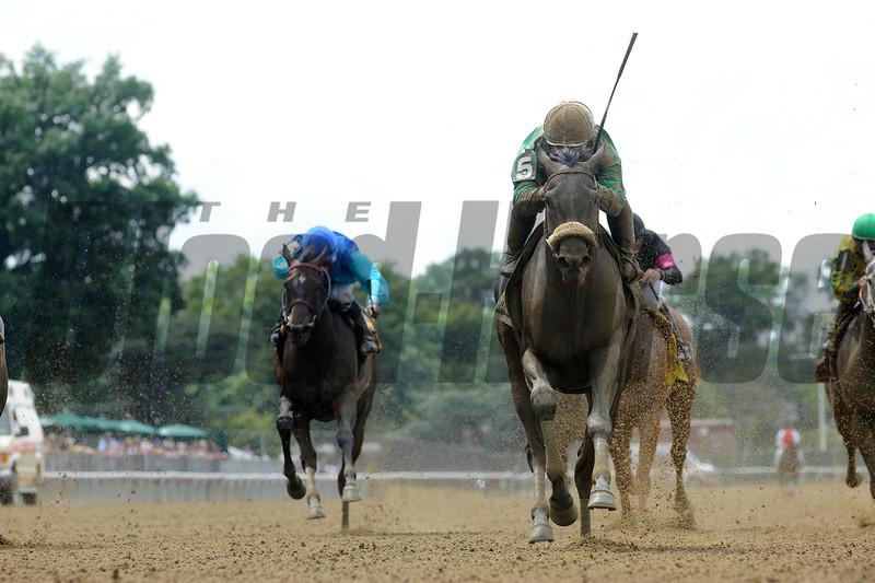 Irish Jasper wins the 2015 Victory Ride Stakes.<br /> Coglianese Photos
