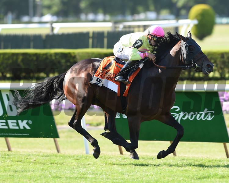 Slumber wins the 2015 Manhattan Stakes<br /> Coglianese Photos/David Alcosser