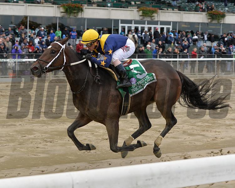 Nickname wins the 2015 Frizette Stakes.<br /> Coglianese Photos/Joe Labozzetta
