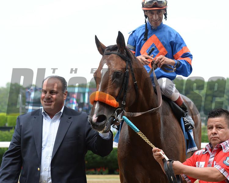 Saratoga Snacks wins the 2015 Saginaw Stakes.<br /> Coglianese Photos/Susie Raisher