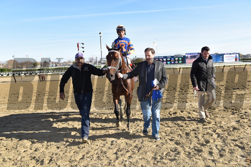 Sudden Surprise wins the 2015 Notebook Stakes.<br /> Coglianese Photos