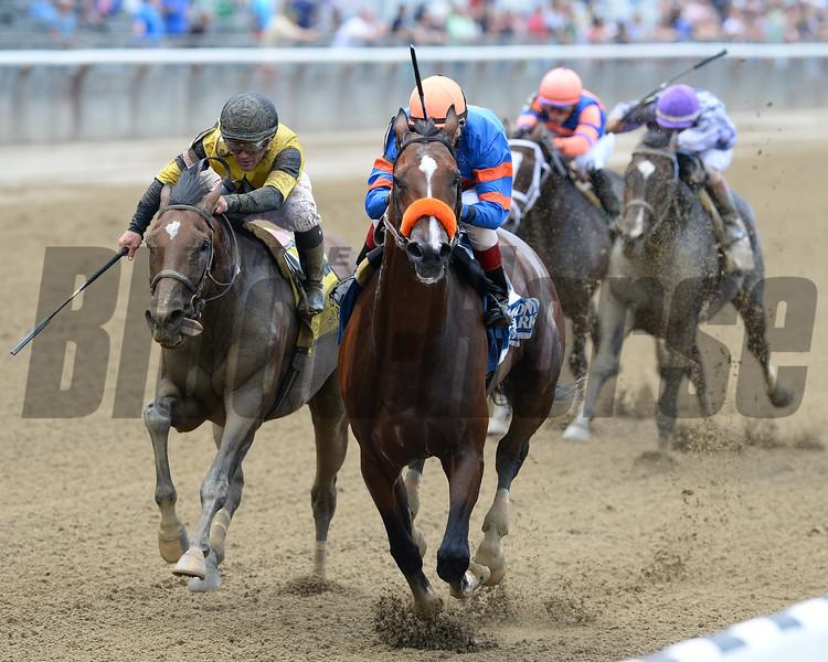 Saratoga Snacks wins the 2015 Saginaw Stakes.<br /> Coglianese Photos/Joe Labozzetta