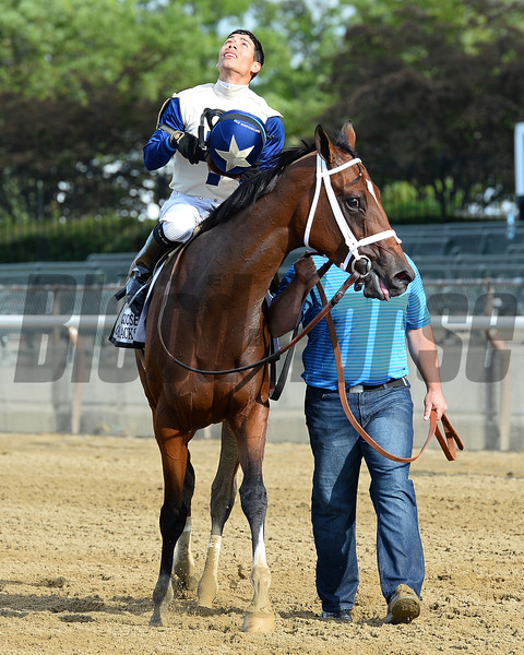 Off the Tracks wins the 2016 Mother Goose Stakes.<br /> Coglianese Photos/Joe Labozzetta