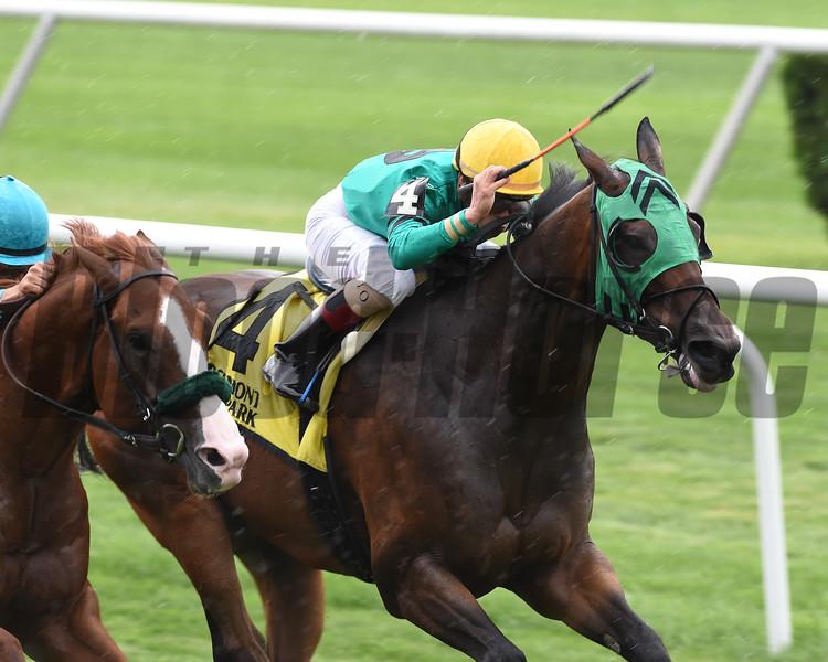 King Kreesa wins the 2016 Forbidden Apple Stakes.<br /> Coglianese Photos
