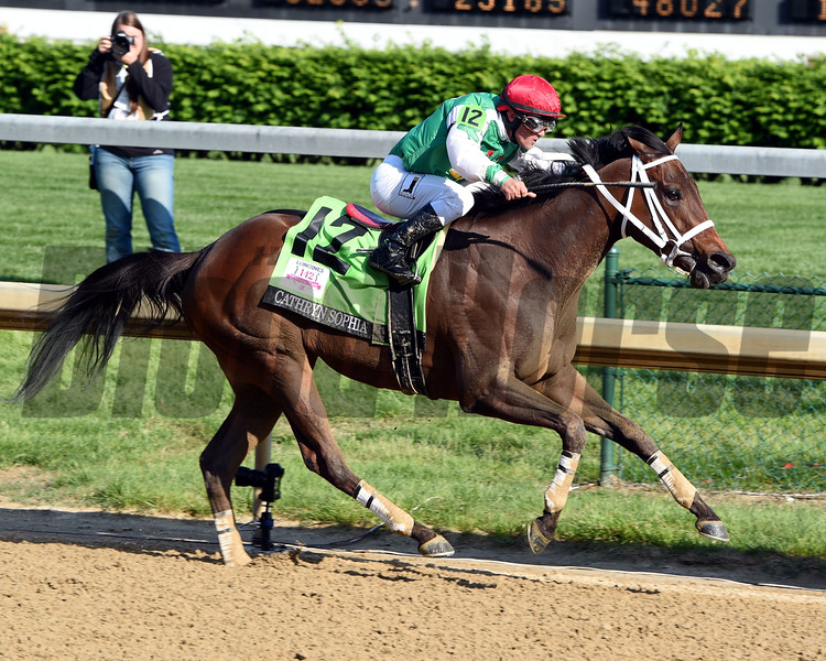 Cathryn Sophia wins the 2016 Kentucky Oaks.     <br /> Dave Harmon Photo
