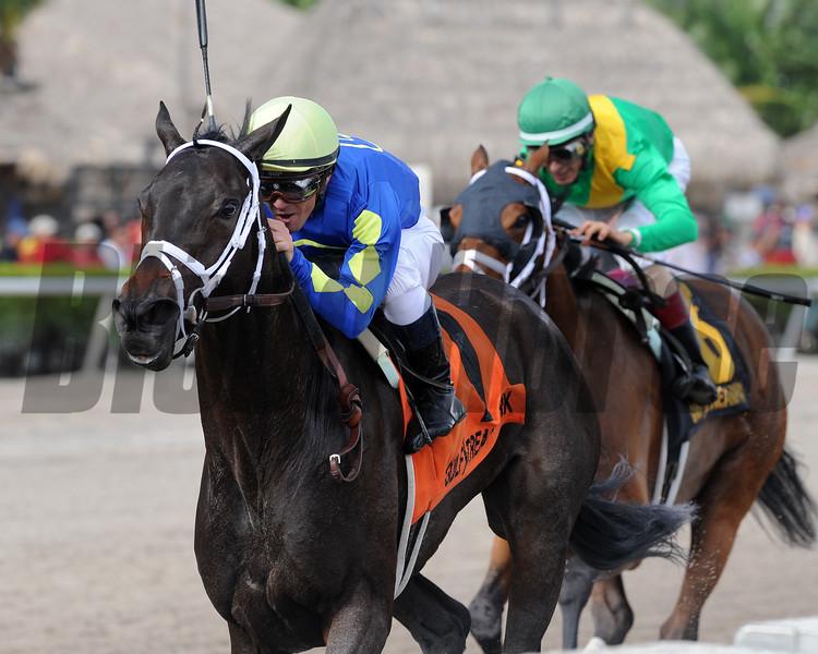 Eskenformoney wins the 2016 Rampart Stakes<br /> Coglianese Photos/Kenny Martin