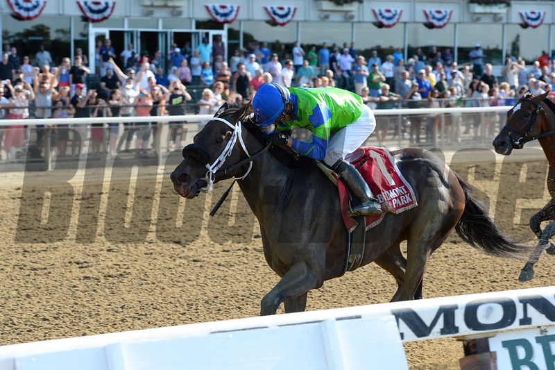By the Moon wins the 2016 Bed o' Roses Handicap.<br /> Coglianese Photos/Joe Labozzetta
