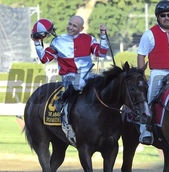 Songbird wins the 2016 Alabama<br /> Skip Dickstein Photo
