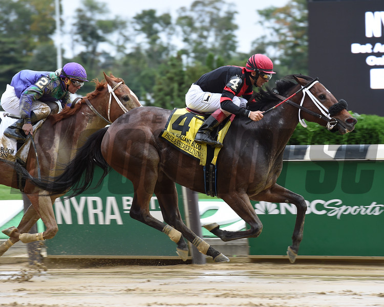 Paulassilverlining wins the 2016 Gallant Bloom Handicap.<br /> Coglianese Photos/Susie Raisher