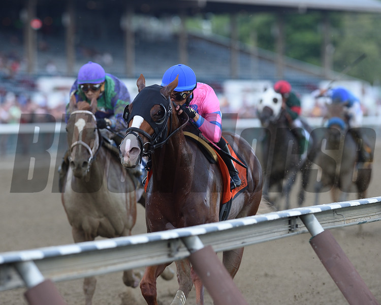Hot City Girl wins the 2016 Union Avenue Stakes.<br /> Coglianese Photos/Chelsea Durand