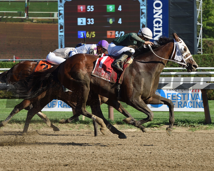 Paola Queen wins the 2016 Test Stakes.<br /> Coglianese Photos/Susie Raisher