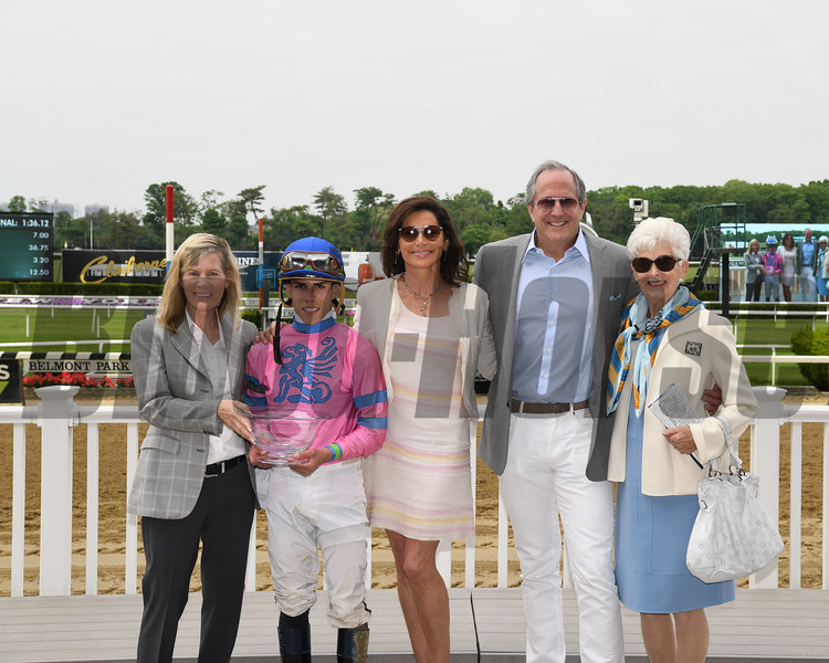Holiday Disguise wins the 2018 Critical Eye Stakes<br /> Photo: Coglianese Photos