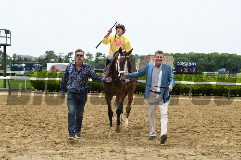 Feeling Bossy wins the 2018 Mount Vernon Stakes<br /> Coglianese Photos