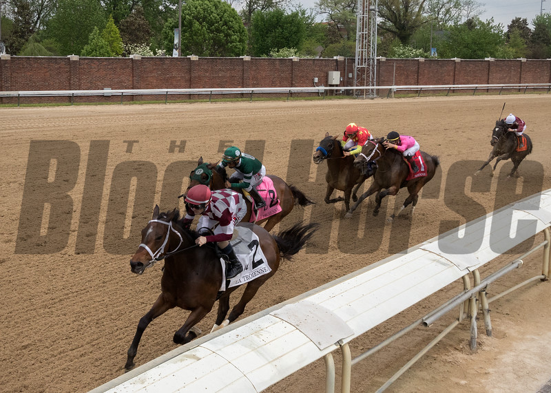 FARRELL leads the way home in The La Troienne at Churchill Downs on May 4th 2018, jockey Channing Hill up