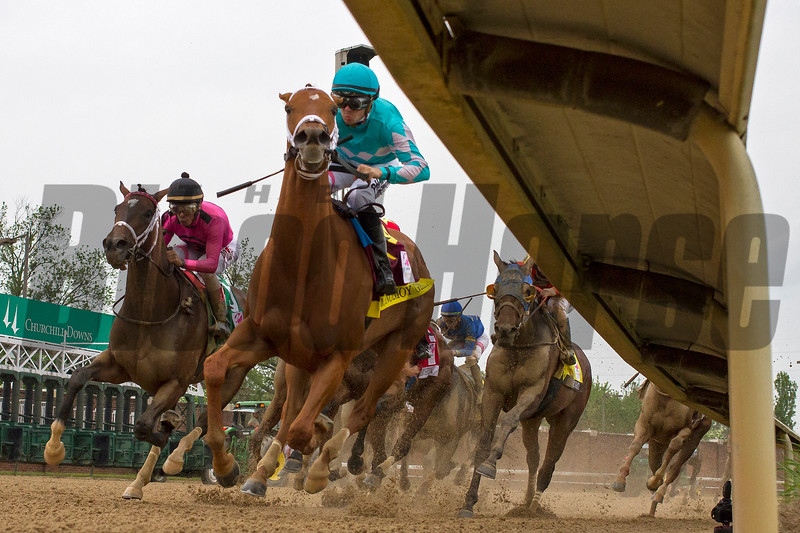 Monomoy Girl and Florent Geroux heading around the turn for home in the Longines Kentucky Oaks May 4, 2018.
