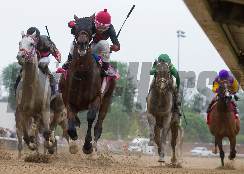 Lookin At Lee and Ricardo Santana, Jr. winning an allowance race at Churchill Downs on May 5, 2018.