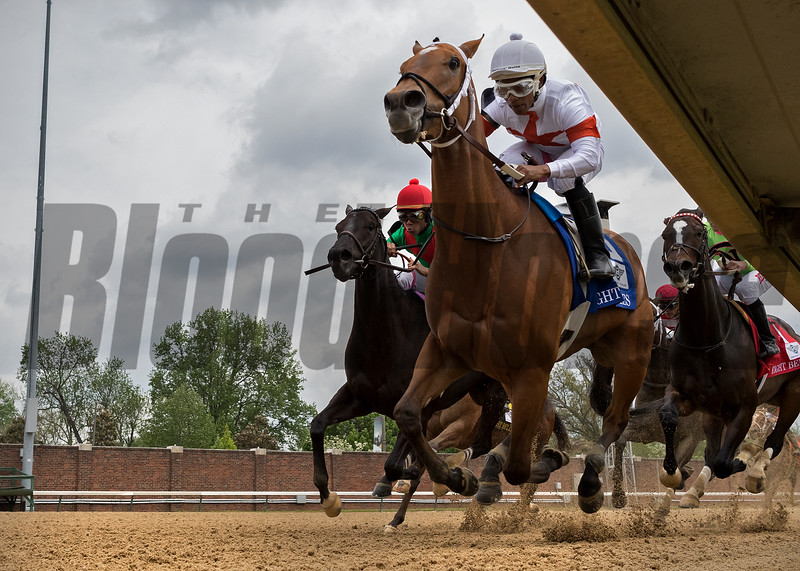 MIA MISCHIEF leads the way home to win The Eight Belles at Churchill Downs on May 4th 2018, jockey Ricardo Santana, Jr up