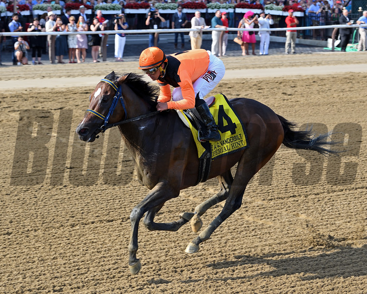 Imperial Hint wins the 2018 Vanderbilt<br /> Coglianese Photos/Chelsea Durand
