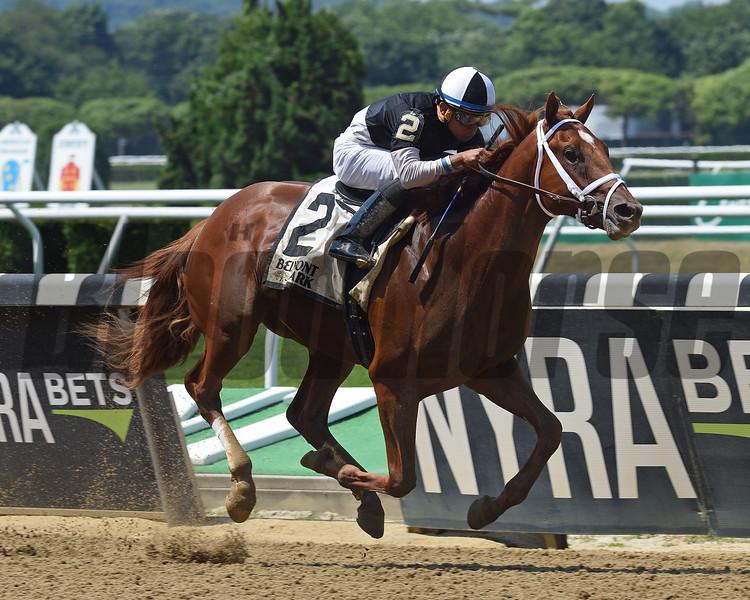 La Fuerza wins the 2018 Rockville Centre Stakes<br /> Coglianese Photos/Chelsea Durand