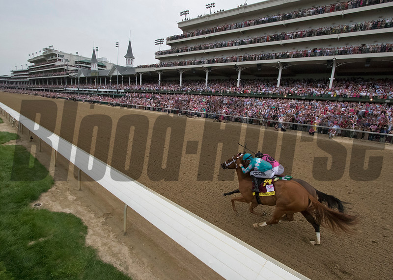 Monomoy Girl and Florent Geroux battle with Wonder Gadot the Longines Kentucky Oaks at Churchill Downs on May 4, 2018.