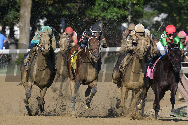 Eskimo Kisses wins the Alabama Stakes at Saratoga Saturday, August 18, 2018. Photo: Coglianese Photos/Arianna Spadoni