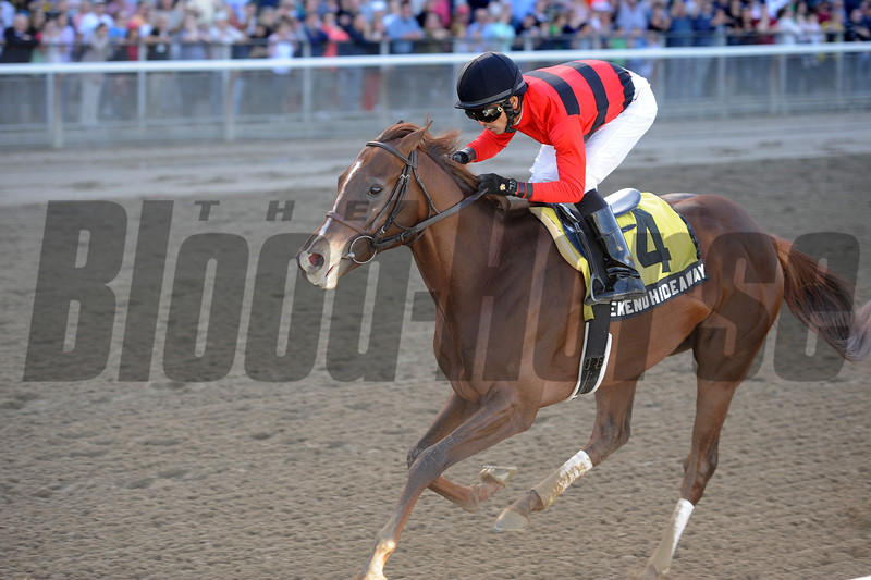 Weekend Hideaway wins the 2012 Bertram Bongard.<br /> Coglianese Photos/Adam Mooshian