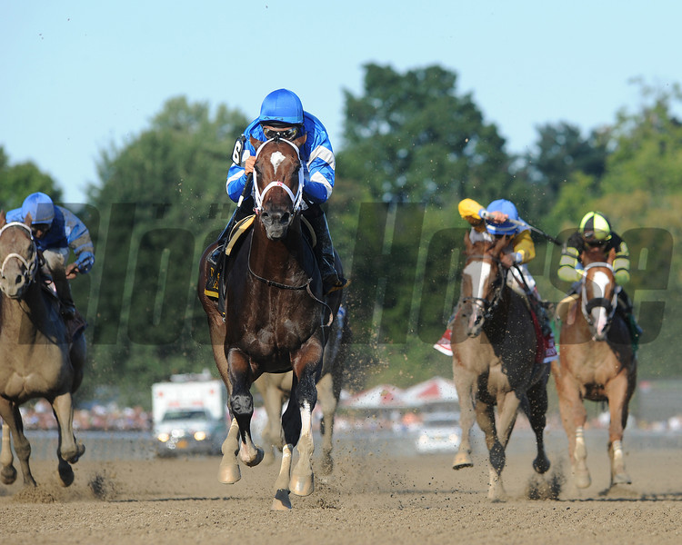Emcee wins the 2012 Forego.<br /> Coglianese Photos
