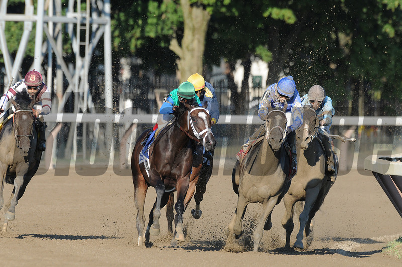 Love and Pride wins the 2012 Personal Ensign.<br /> Coglianese Photos/Tara Nieminski