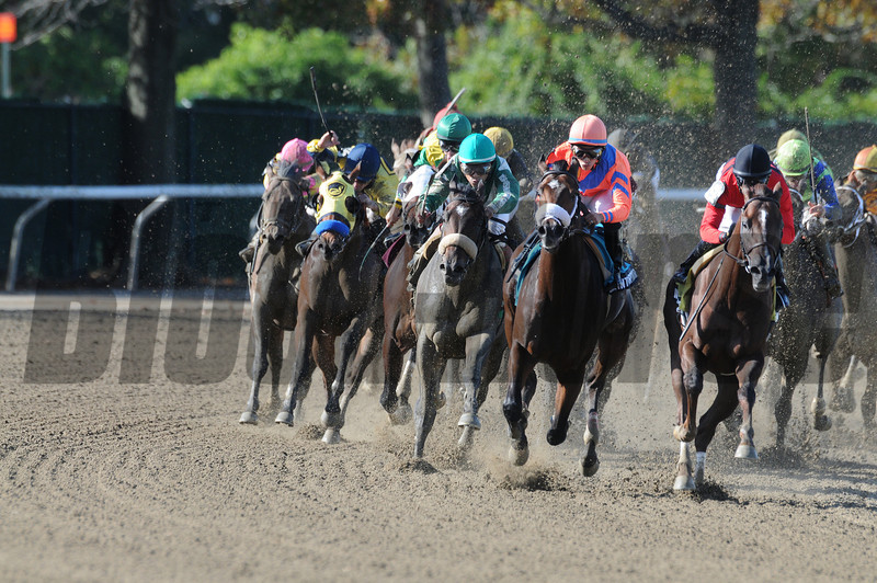 Weekend Hideaway wins the 2012 Bertram Bongard.<br /> Coglianese Photos